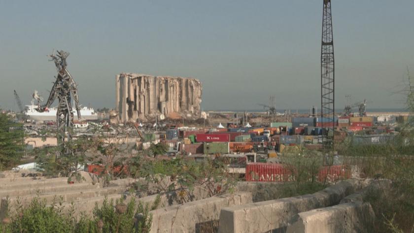 Следите по сградите на пристанището още показват силата на ужасяващия