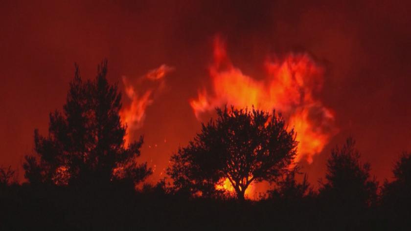 В капана на огъня: Атина ще получи финансова помощ от Брюксел