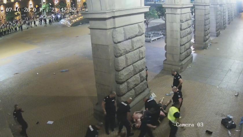 Има обвинени за полицейското насилие пред МС. Парламентът ще заседава извънредно (ОБЗОР)