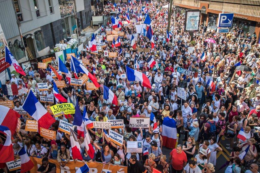 Пети уикенд на протести срещу мерките във Франция
