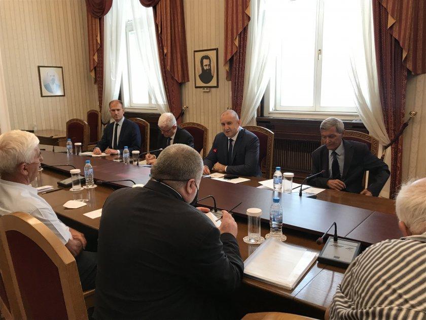 Румен Радев се срещна с представители на ветерани и военноинвалиди
