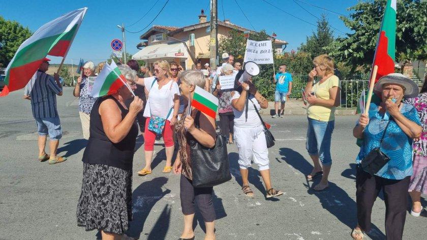Жители на три бургаски села отново излязоха на протест. Причината