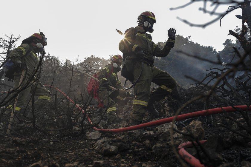 МВнР: Извън контрол е големият пожар между две села на остров Евбея