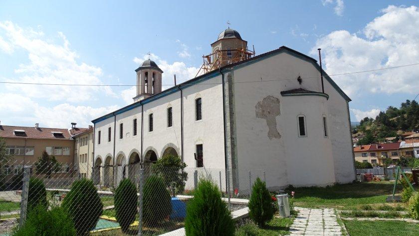 Мюсюлмани и християни събират пари за ремонт на храма в