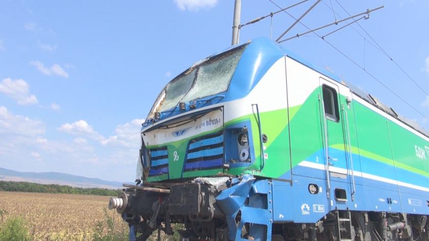 Бързият влак по линията Бургас-София, катастрофира в района на Карнобат.