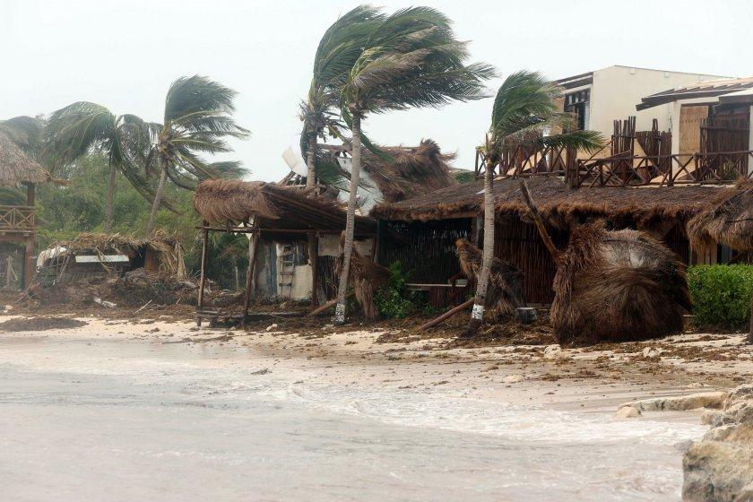 Най-малко седем жертви на урагана Грейс в Мексико