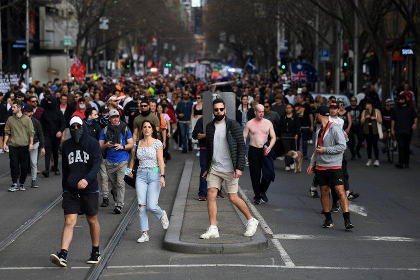 Мащабни протести в Австралия заради локдауна