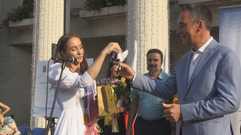 Бургас посрещна златната Стефани Кирякова