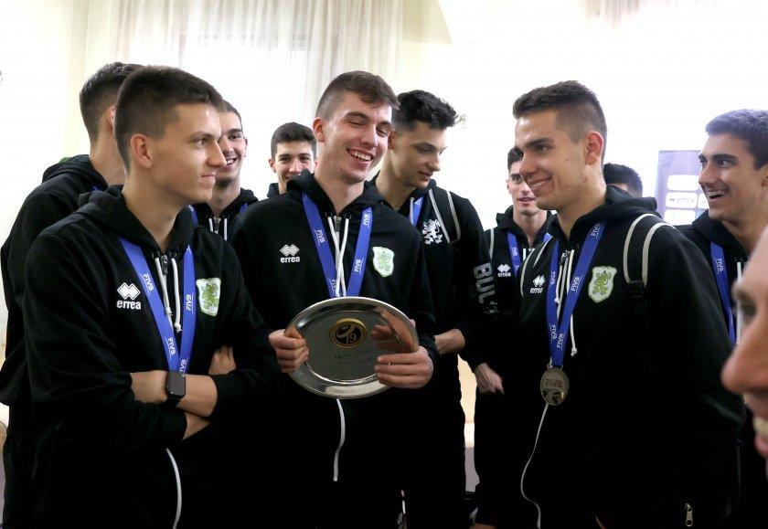 Посрещнахме сребърните ни медалисти по волейбол. Те: Горди сме!
