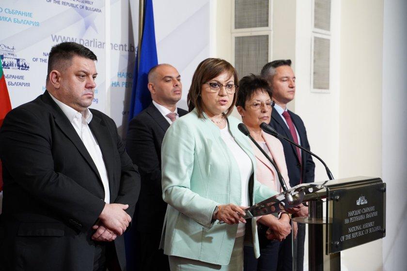 """Нинова: """"Демократична България"""" искат да отидем на избори"""