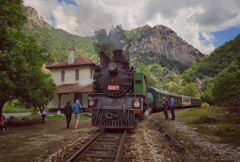 В почивните дни: БДЖ организира пътуване с парен локомотив по теснолинейката