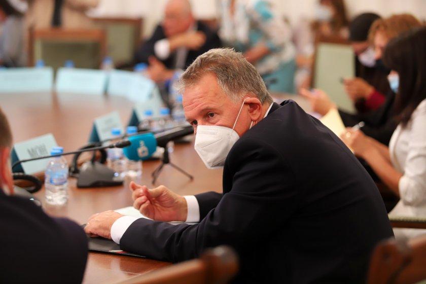 Министър Кацаров: Последното място по ваксинация води до първо по смъртност
