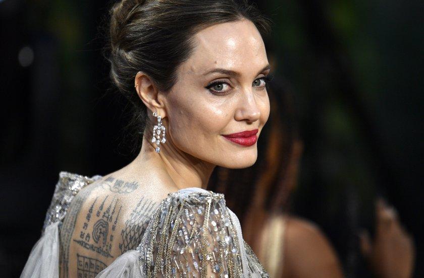 Джоли: Страхувах се за безопасността на семейството си в брака с Брад