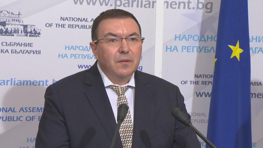 Напрежение в парламента след като ГЕРБ поискаха оставката на здравния министър