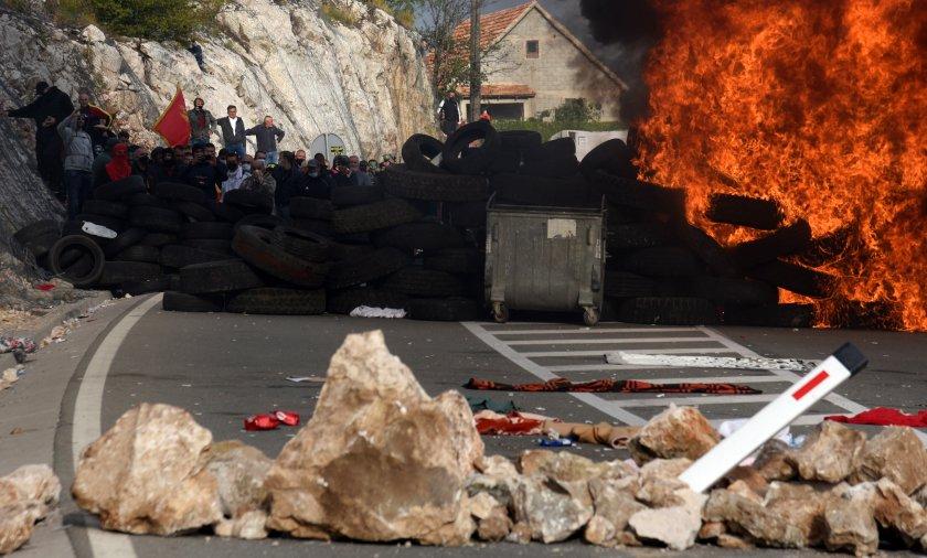 Барикади и сълзотворен газ в Черна гора заради интронизацията на Йоаникий