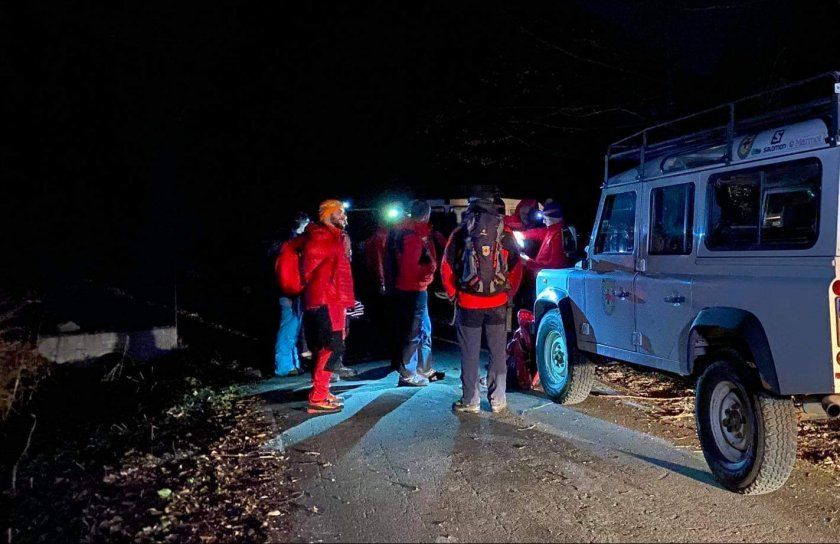 планински спасители помогнаха петима души денонощие