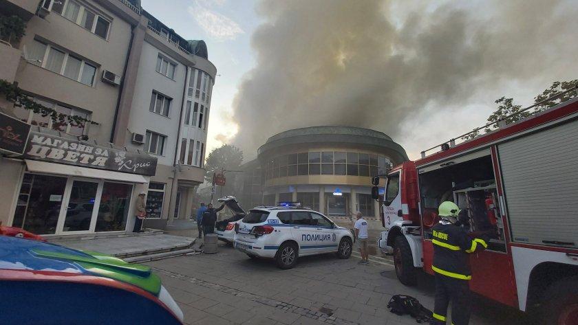 Благоевградчанин след пожара: Изгоря най-хубавата сграда (Видео)