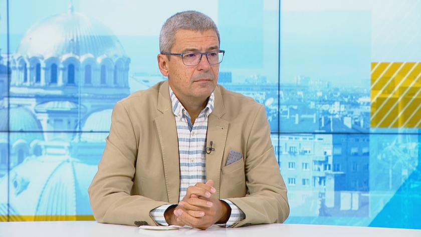 Проф. Гетов: Производителите не носят отговорност за поставянето на трета доза ваксина