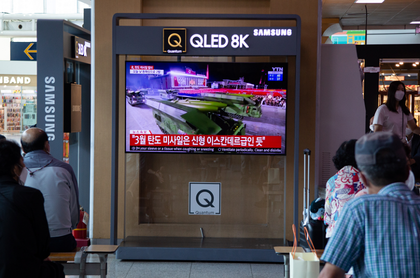 северна корея изстреля две балистични ракети