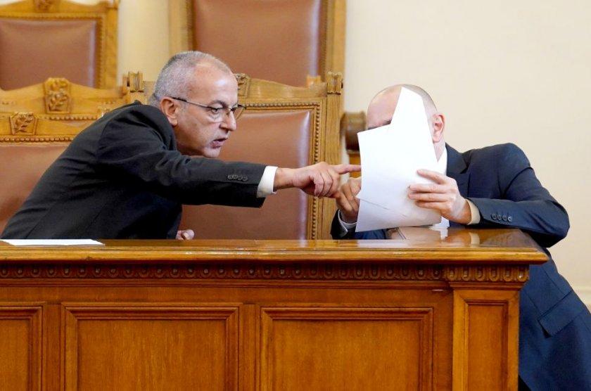 Хаос и скандали в парламента заради бюджета на Държавното обществено осигуряване