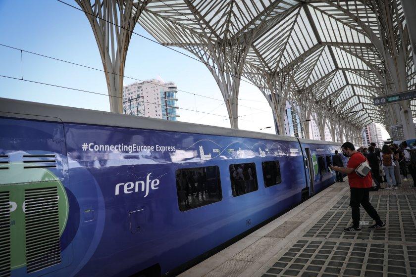 """Влакът """"Свързана Европа"""", с който се отбелязва Европейската година на"""
