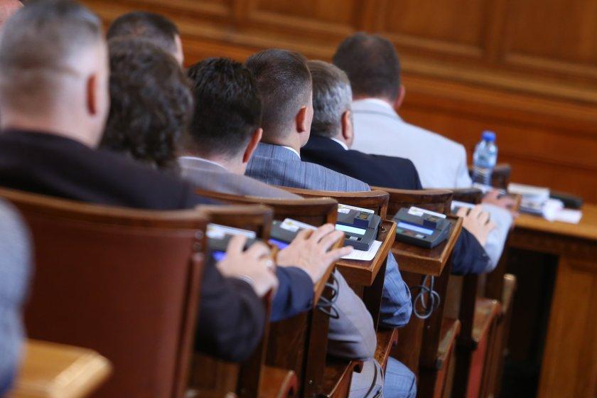 След нощно заседание: НС прие актуализирания държавен бюджет