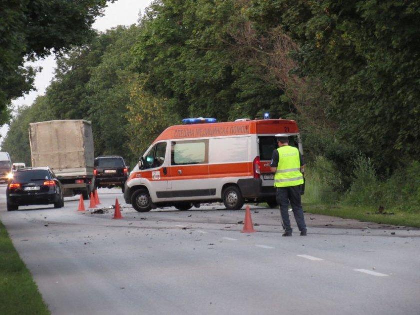 Тежка катастрофа взе жертва късно снощи на пътя Русе-Силистра. Четирима