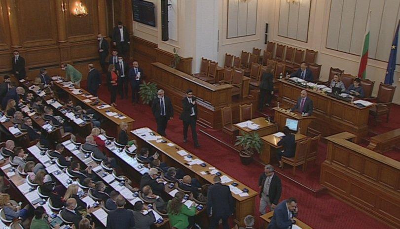 Краткият живот на 46-тото Народно събрание беше белязан с множество