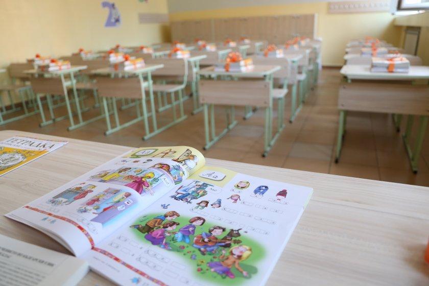 700 000 ученици влизат клас септември 593 първокласниците