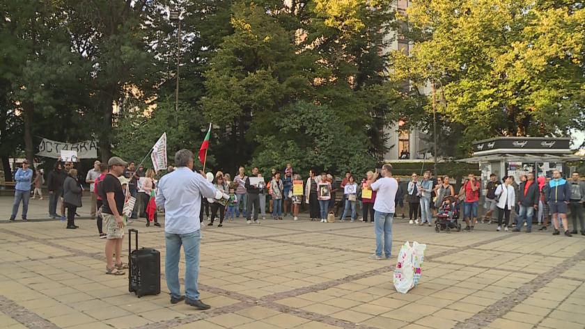 Във Варна протестираха недоволни от ограниченията заради коронавируса. Събралите се