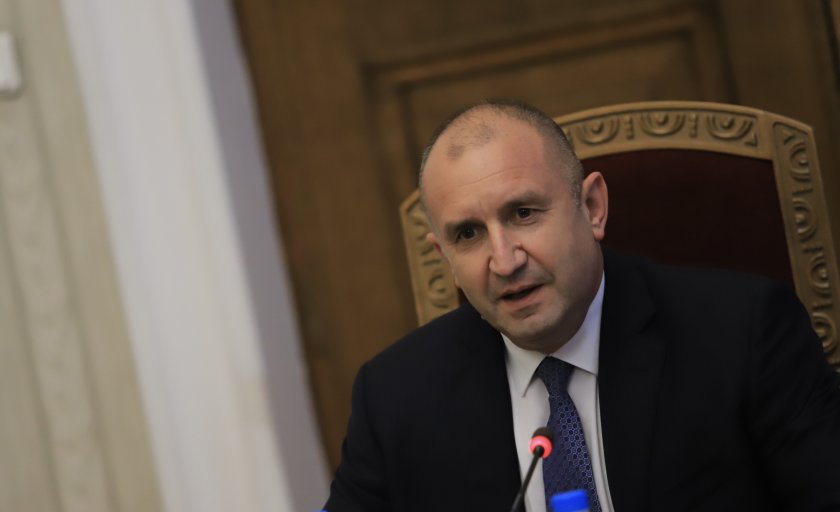 живо румен радев провежда консултации демократична българия