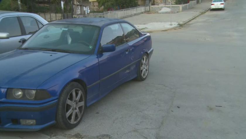 ТИР удари три коли и електрически стълб до училищен двор в Петрич