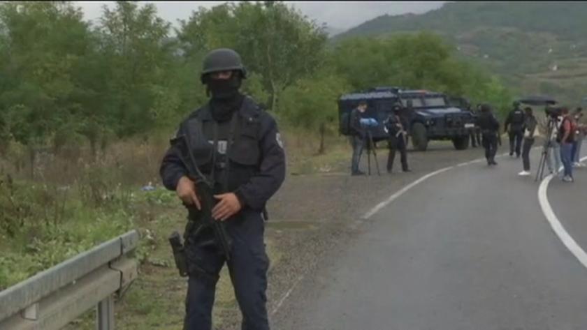 напрежение сърбия косово блокирани сръбски автомобили границата