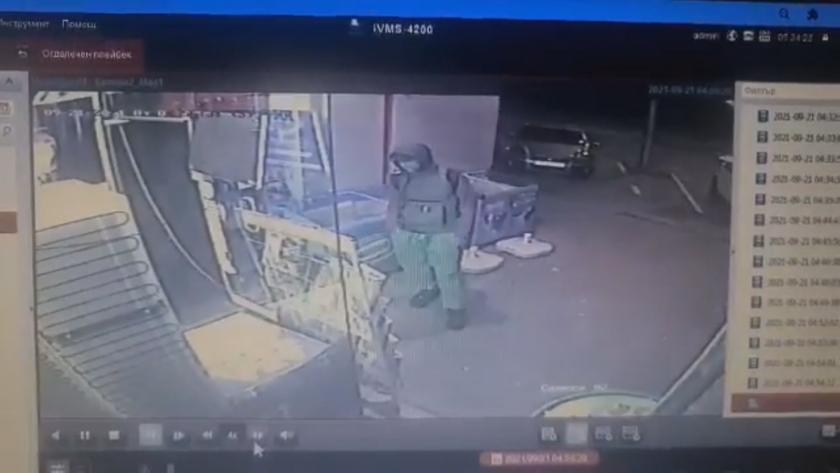 Мъж отмъкна оборота от касата на денонощен магазин в кв.