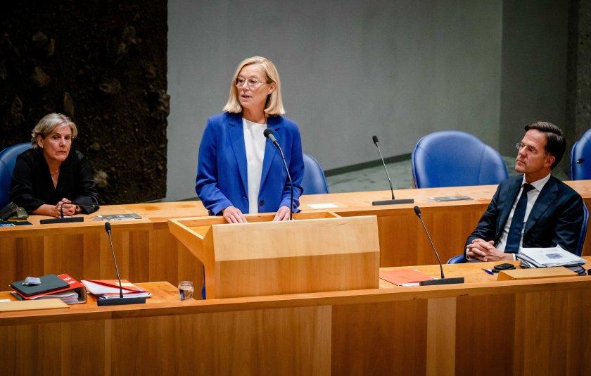 външният министър нидерландия подаде оставка заради кризата афганистан