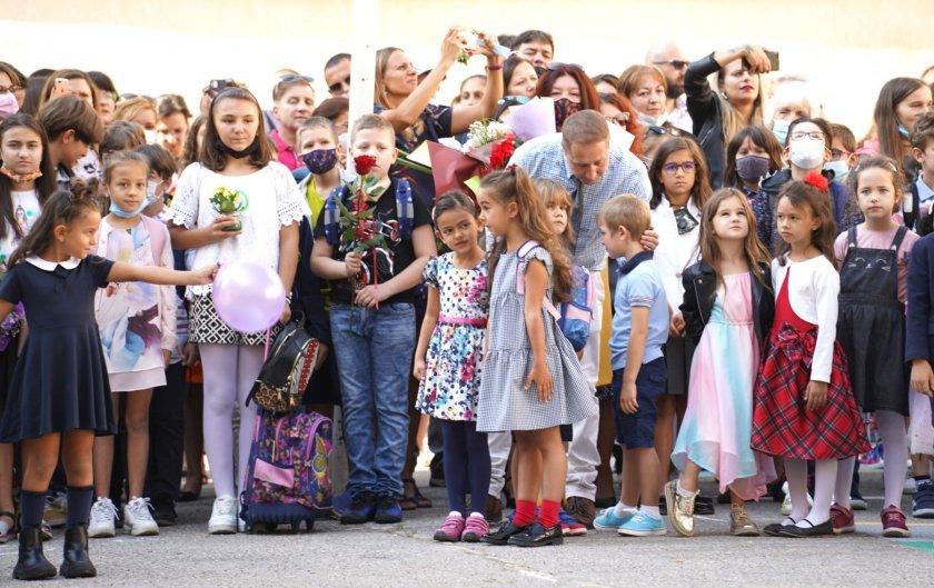 учители ученици карантина началото учебната година