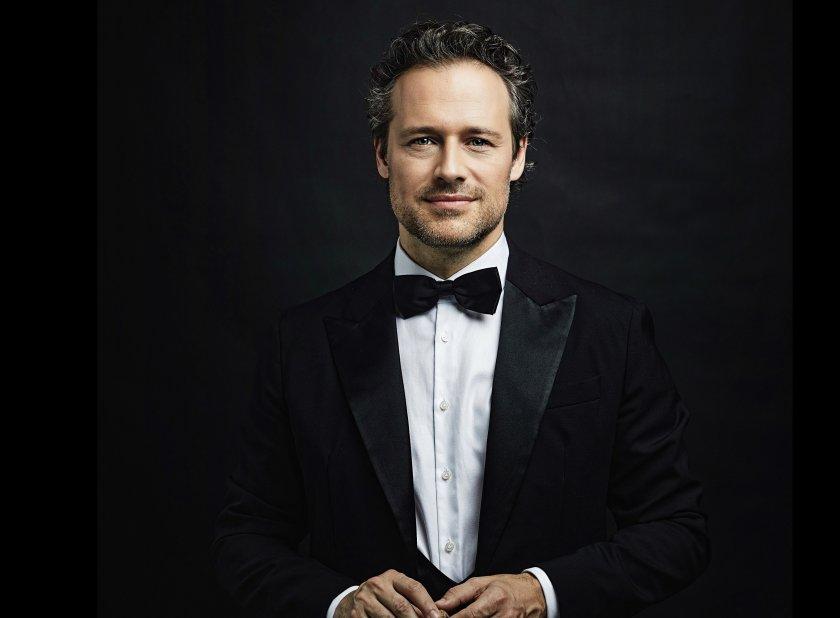 гост диригентът софийската филхармония саша гьотцел първи концерт сезона
