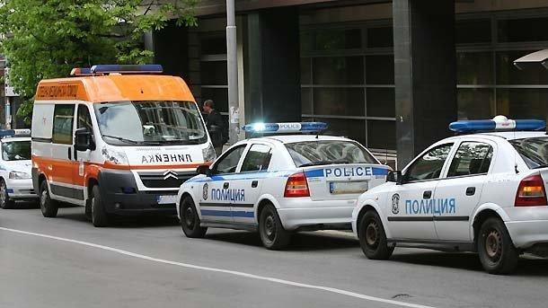 13-годишно момиче е пострадало след катастрофа между две коли и трамвай в София
