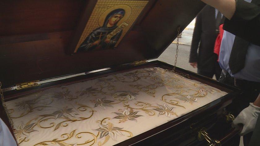Русенският митрополит Наум посрещна на Дунав мост ризата на Св.