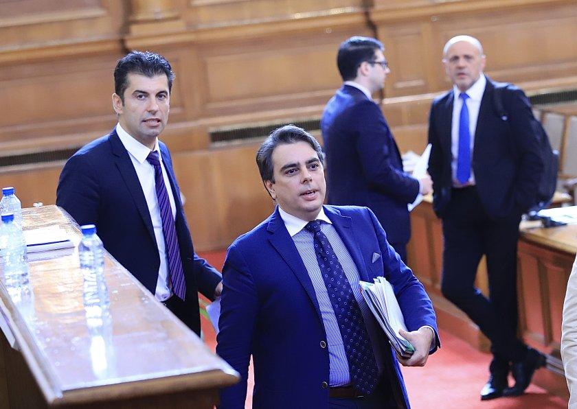 Досегашните служебни министри Кирил Петков и Асен Василев ще представят