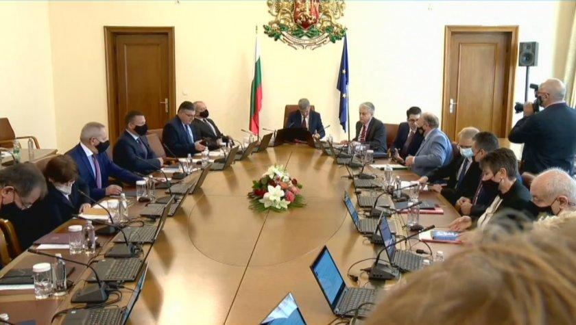 На днешното си заседание кабинетът решава кой вицепремиер ще координира