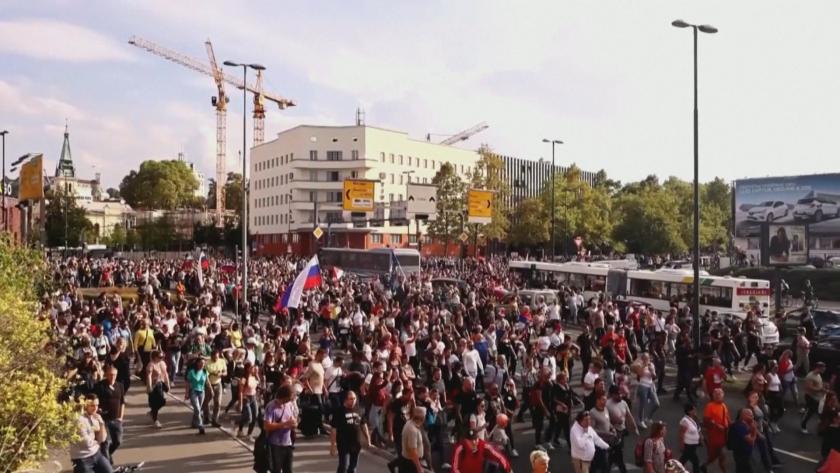 Полицията в Словения използва водно оръдие, за да разпръсне протестиращи