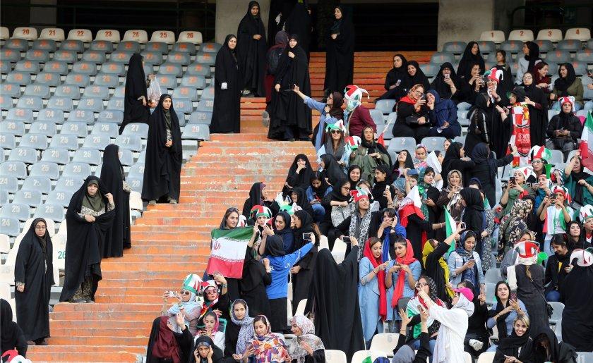 Жени фенове в Иран