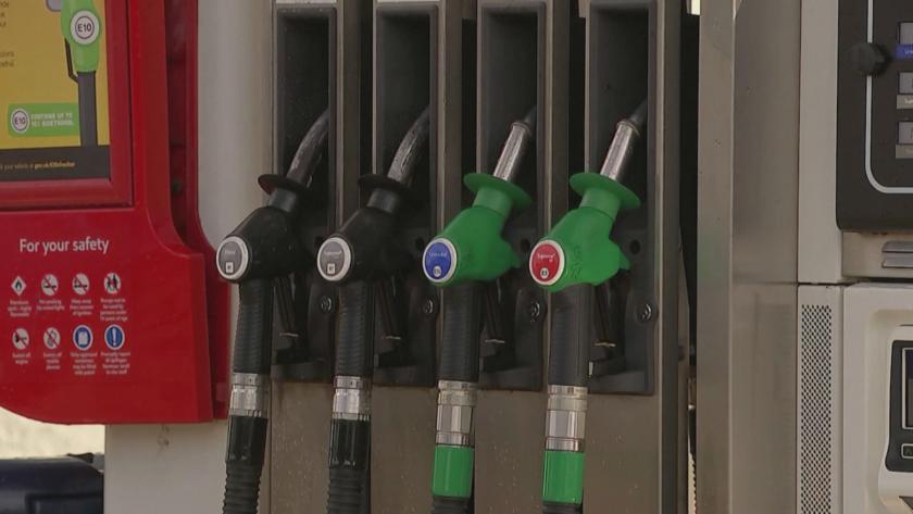 Четвърти ден продължават хаотичните сцени по британските бензиностанции - паническо