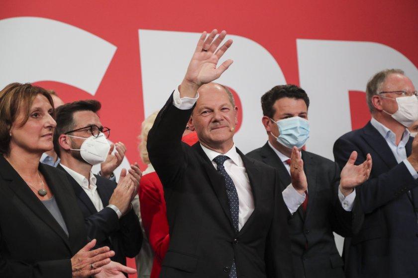 Днес Германия гласува. Според последните екзитполове социалдемократите водят макар и