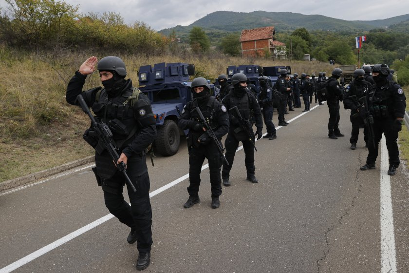 сръбската армия два километра граничен пункт косово
