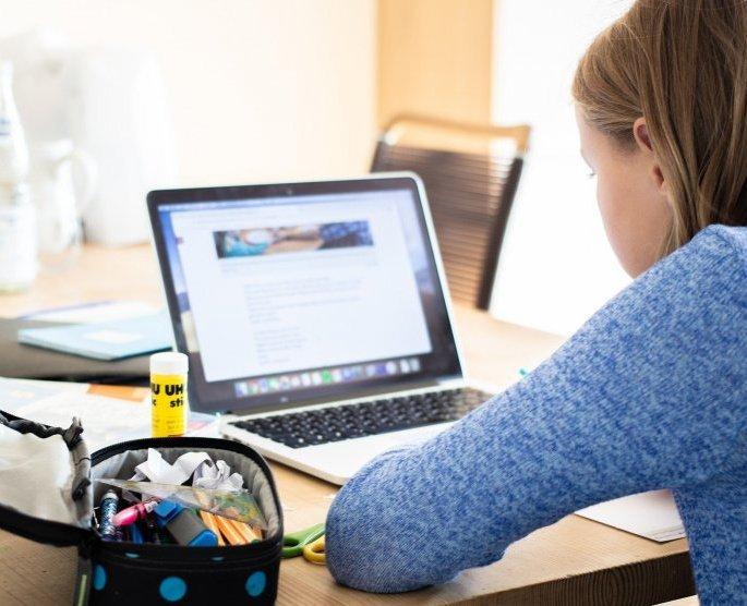 Част от учениците в Монтана минават на онлайн обучение