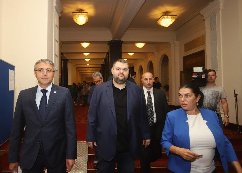 ДПС издигна Карадайъ за президент, Пеевски води две листи за изборите