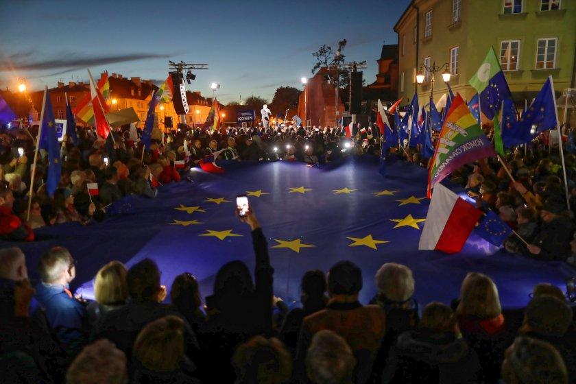 Многохиляден протест в Полша заради решение против европейското право