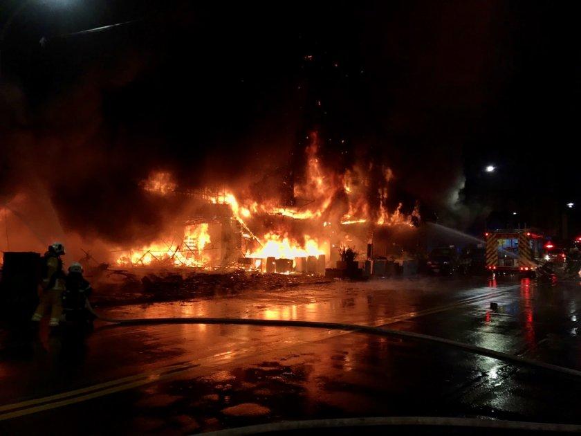 огнен етажна сграда тайван десетки жертви ранени